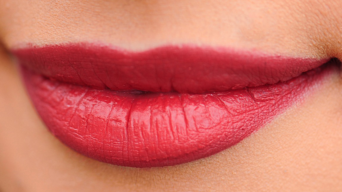 10 TIPS FOR A SUCCESSFUL HOLIDAY MAKE-UP
